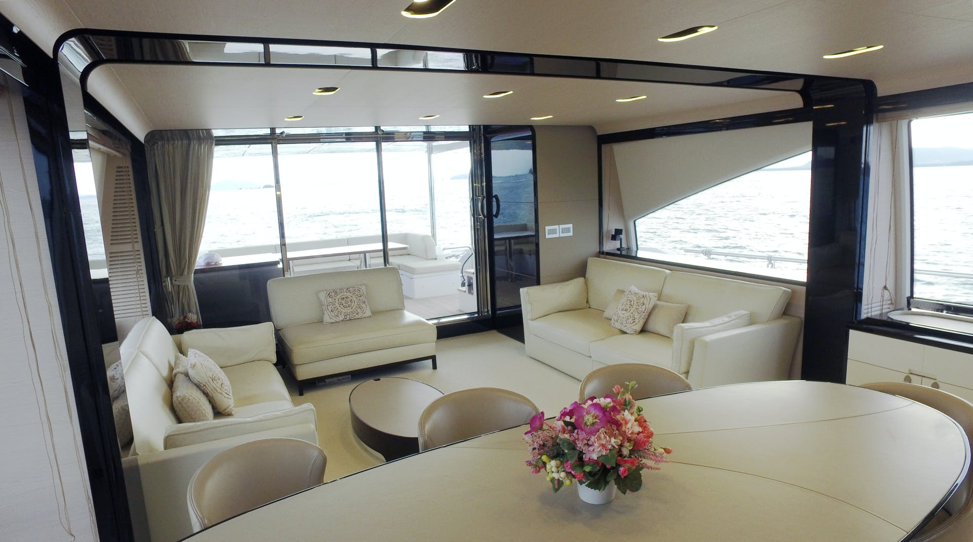 2016 Azimut 83'  OKS | Picture 1 of 34
