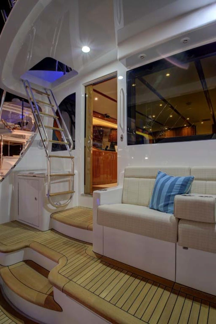 2022 Hatteras 70' GT 70  | Picture 4 of 27
