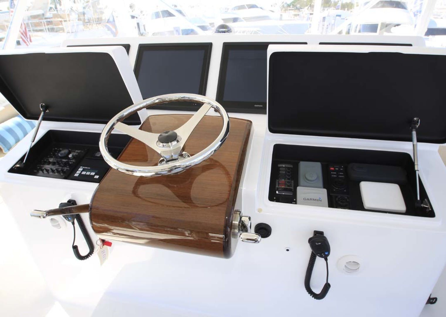 2022 Hatteras 70' GT 70  | Picture 7 of 27