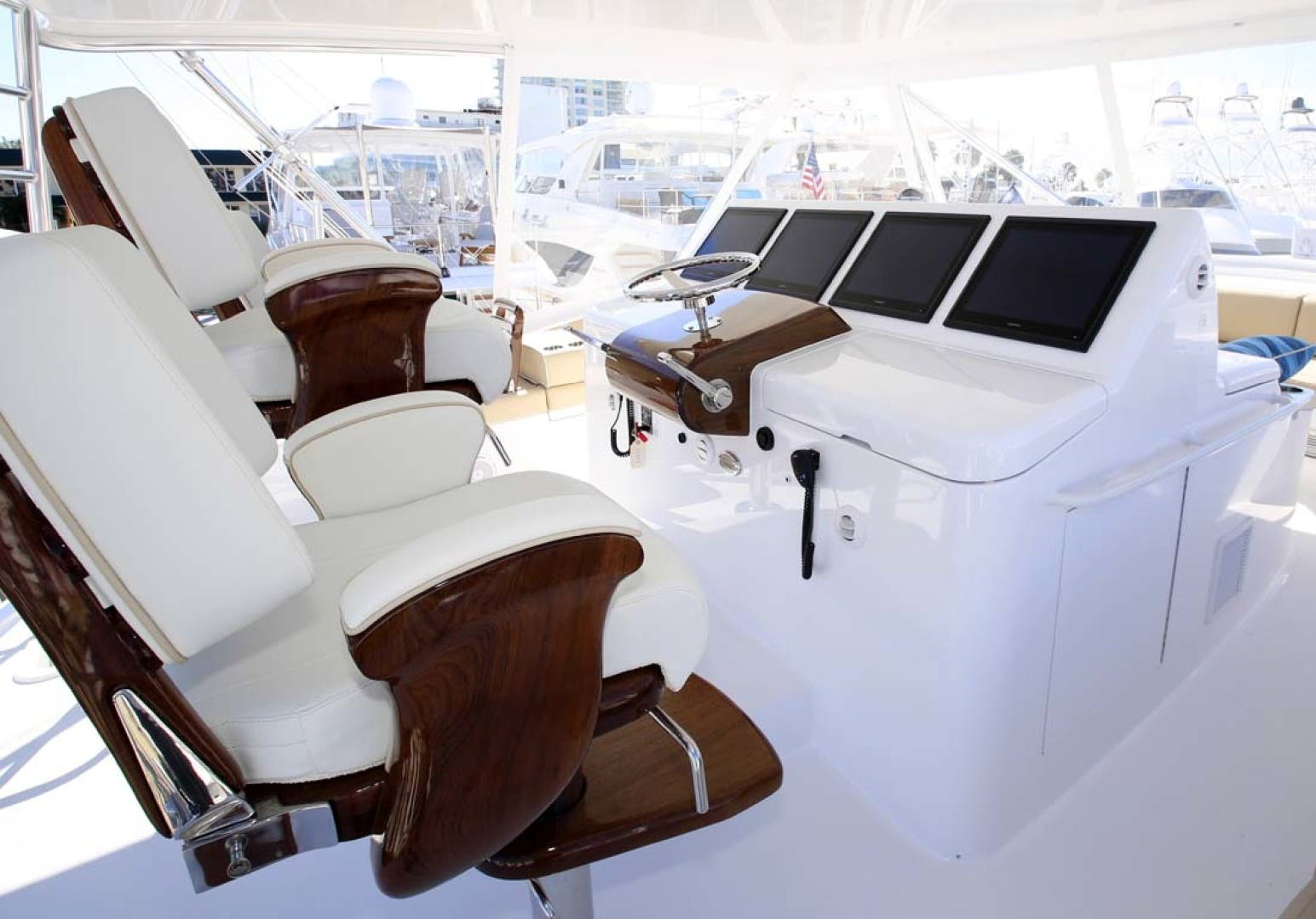 2022 Hatteras 70' GT 70  | Picture 6 of 27