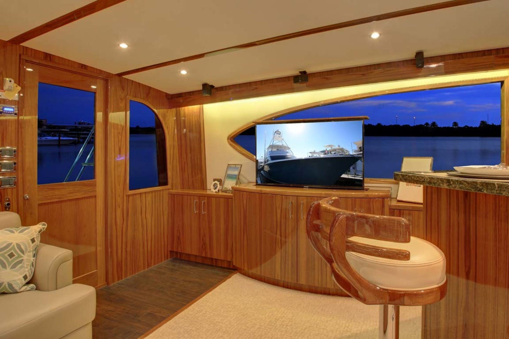 2022 Hatteras 70' GT 70  | Picture 8 of 27