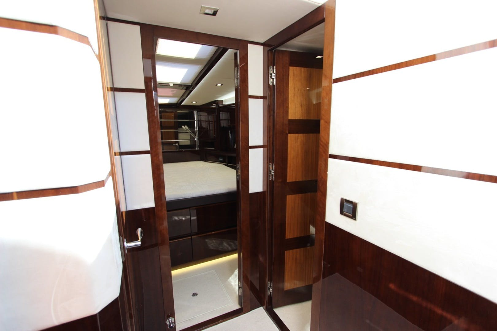 2017 Galeon 56' 560 SKYDECK Dream On | Picture 3 of 30