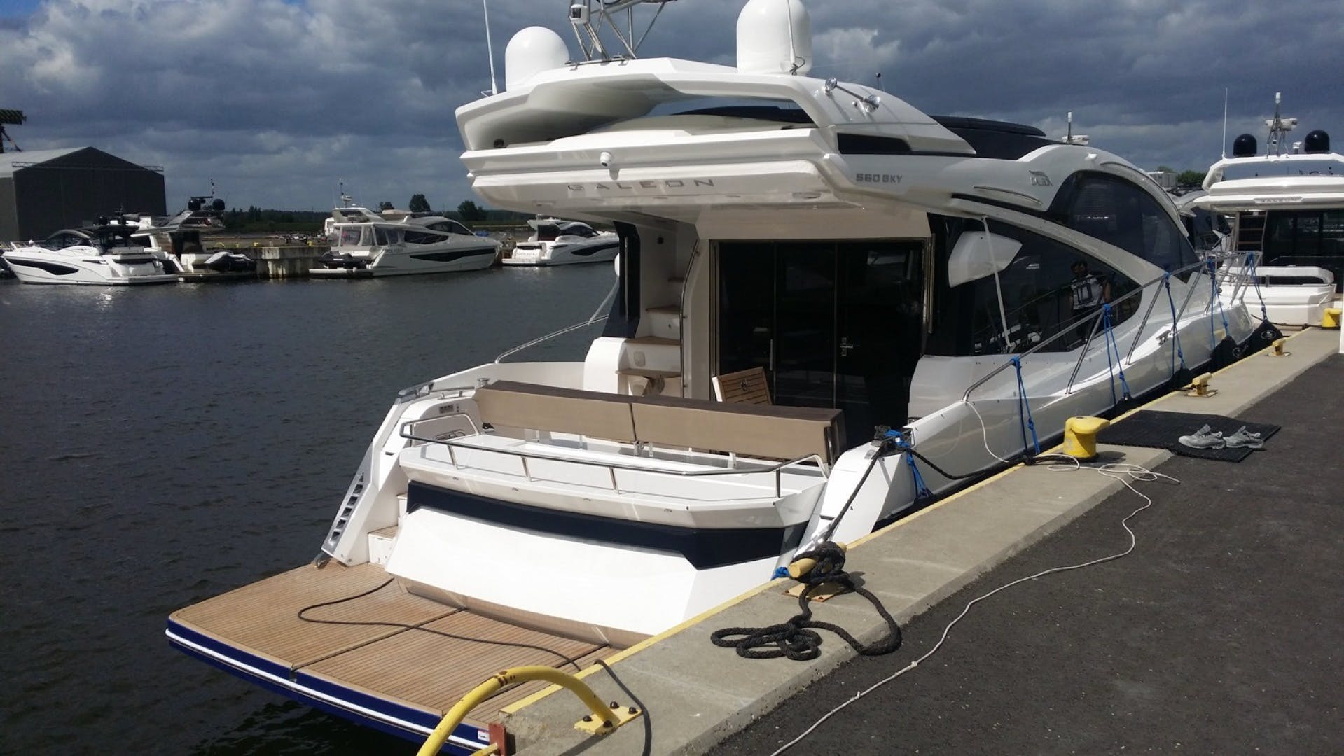 2017 Galeon 56' 560 SKYDECK Dream On | Picture 6 of 30