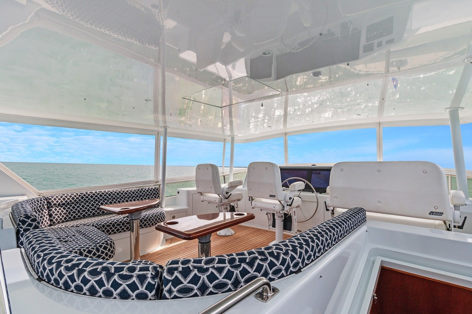 2002 Knight & Carver 70'  SAPPHIRE | Picture 5 of 46