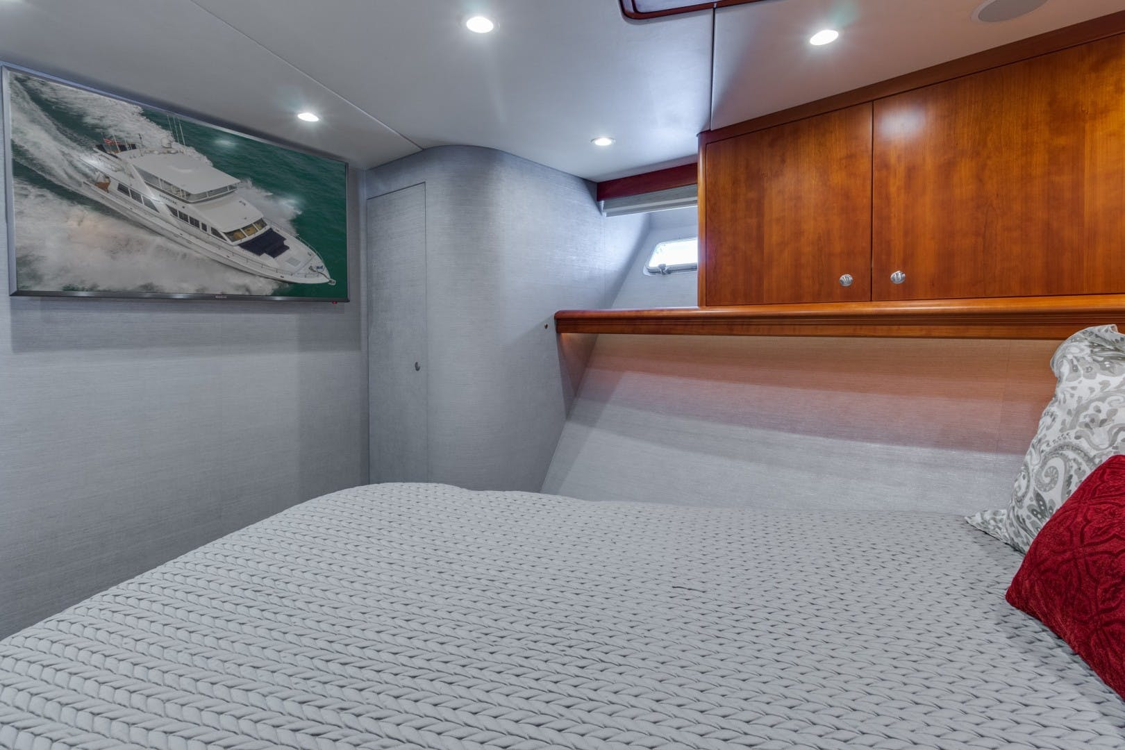 2002 Knight & Carver 70'  SAPPHIRE | Picture 7 of 46
