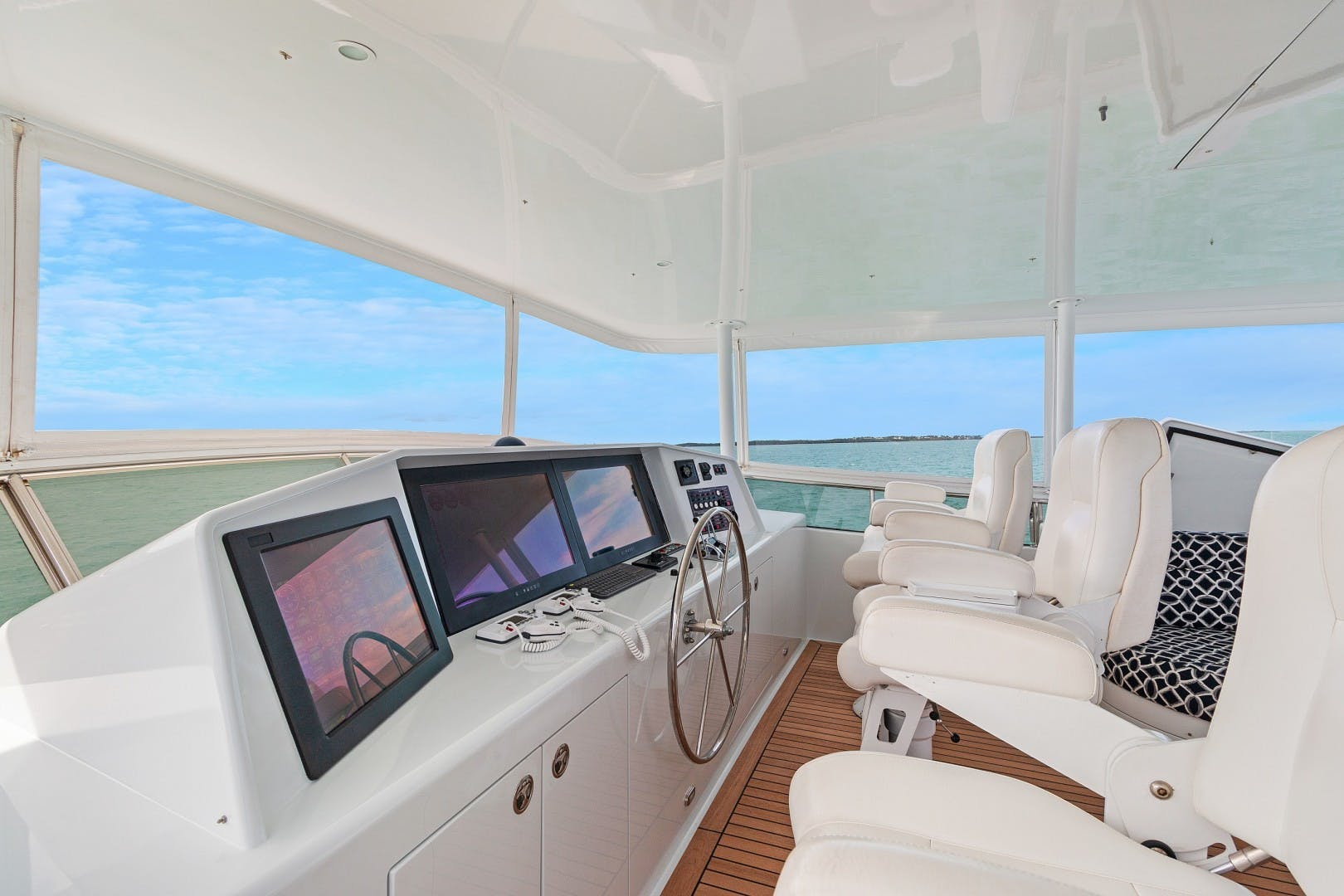 2002 Knight & Carver 70'  SAPPHIRE | Picture 6 of 46