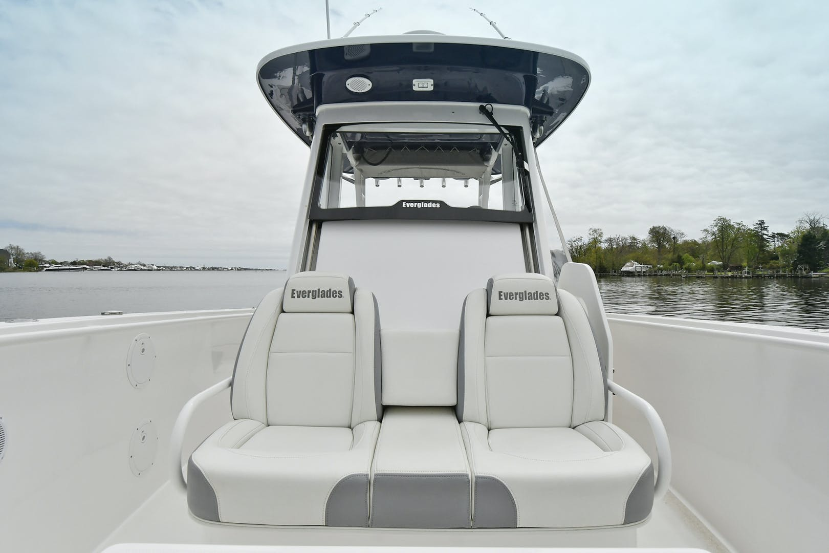 2016 Everglades 32' 32 Center Console Fan Sea Free | Picture 4 of 30