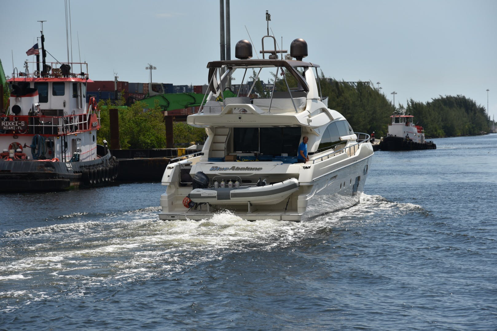 2015 Ferretti Yachts 69' 690 Blue Abalone   Picture 5 of 32