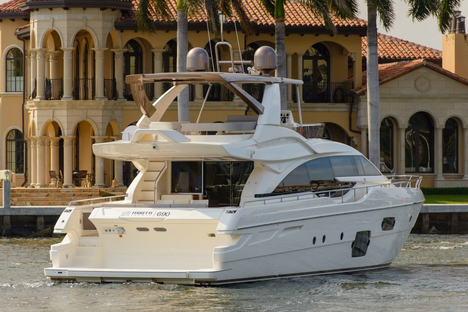2015 Ferretti Yachts 69' 690 Blue Abalone   Picture 4 of 32