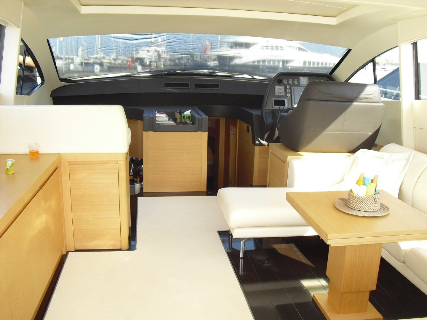 2010 Pershing 64' 64 ISABELLE OF LUXEMBOURG | Picture 4 of 27