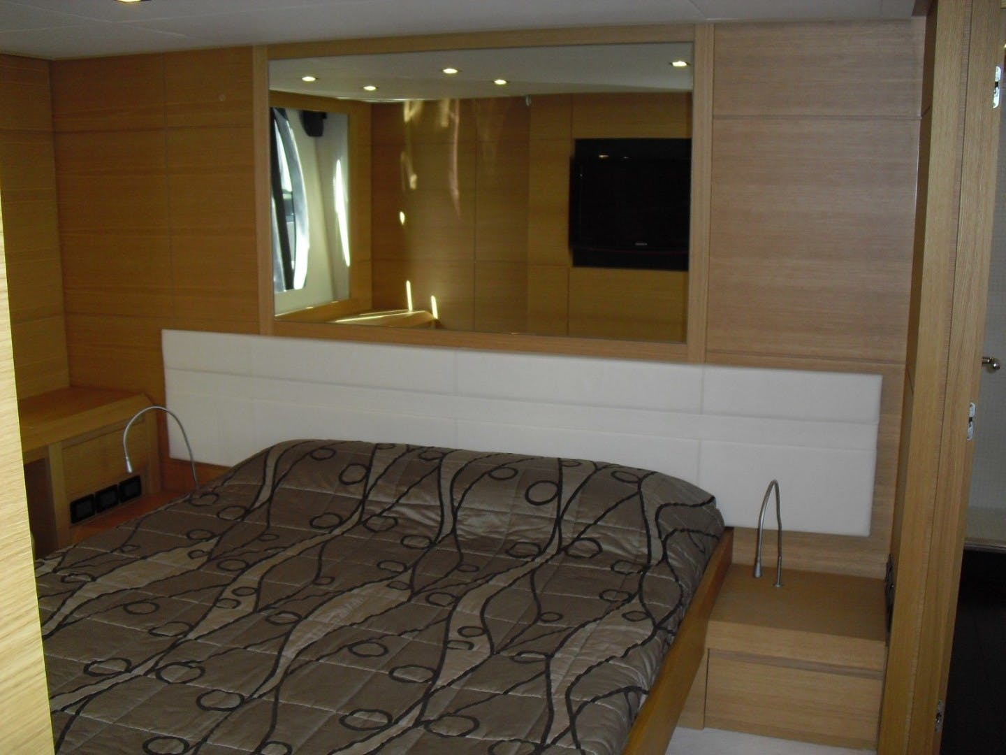 2010 Pershing 64' 64 ISABELLE OF LUXEMBOURG | Picture 5 of 27