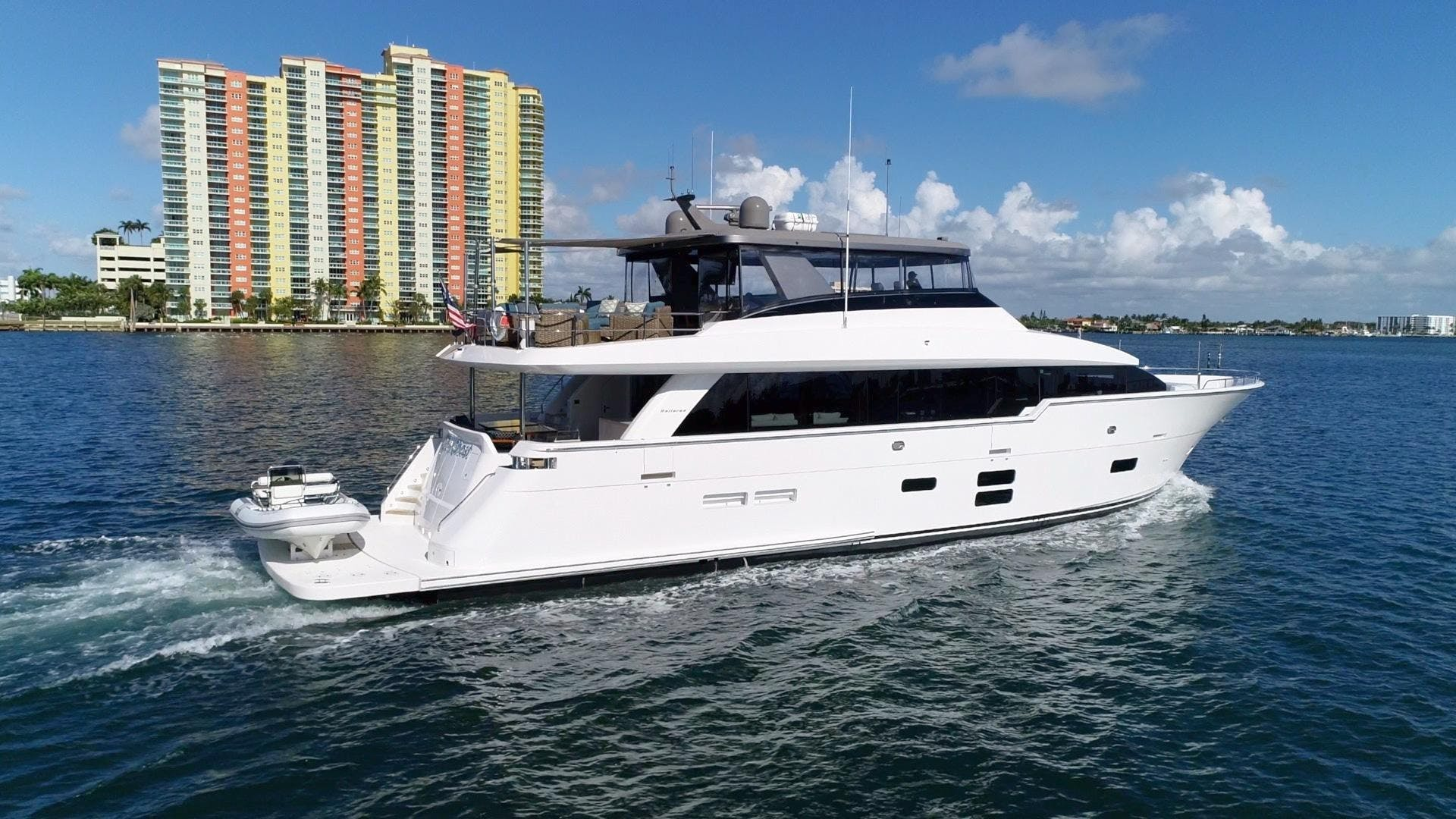 2018 Hatteras 90' M90 SnowGhost | Picture 4 of 110