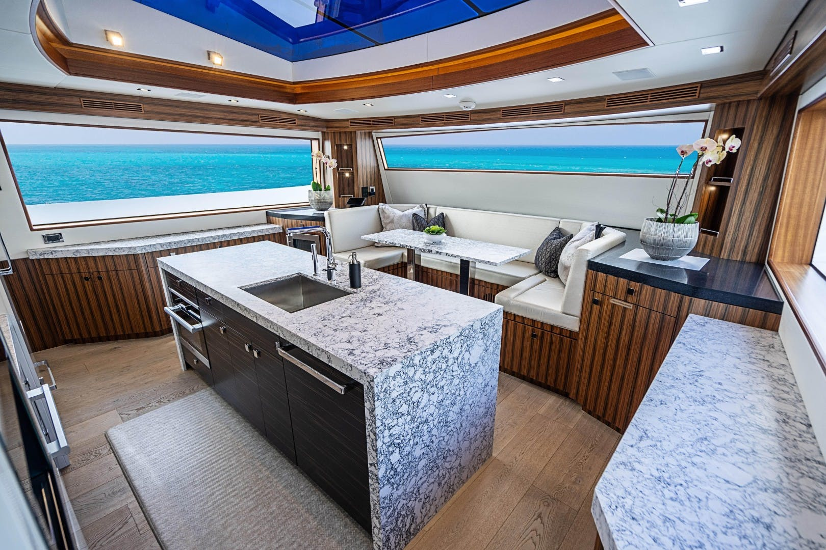 2018 Hatteras 90' M90 SnowGhost | Picture 6 of 110