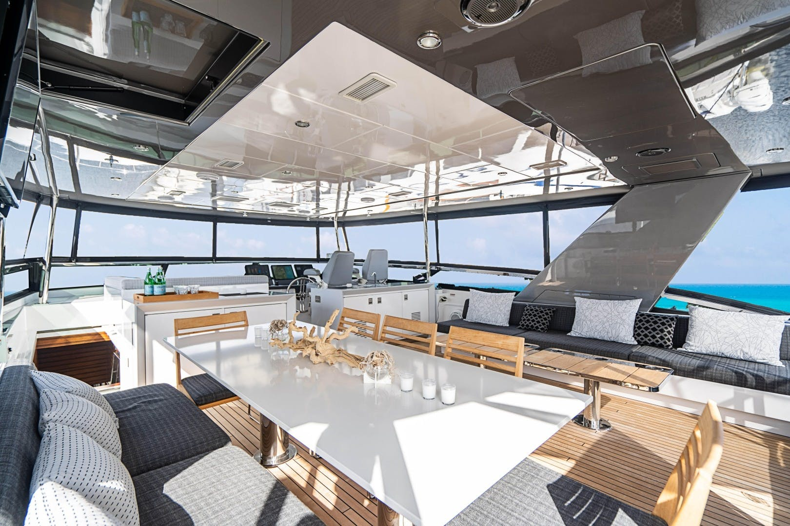 2018 Hatteras 90' M90 SnowGhost | Picture 3 of 110