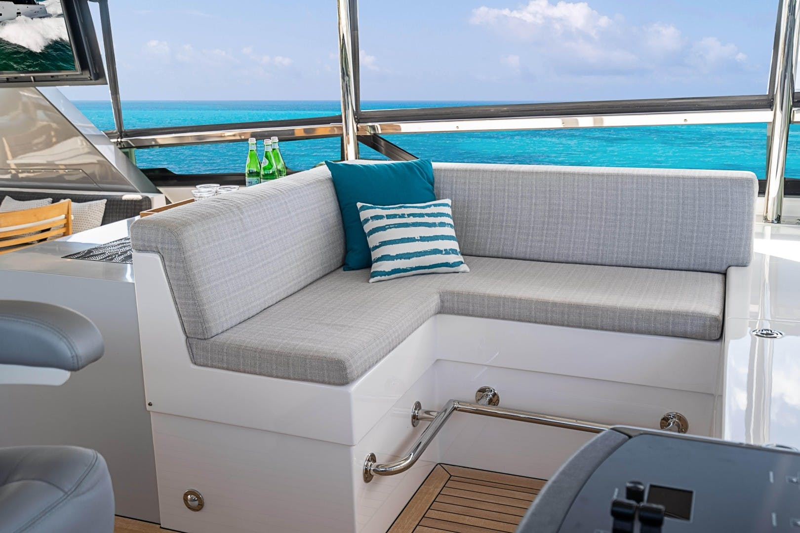 2018 Hatteras 90' M90 SnowGhost | Picture 1 of 110