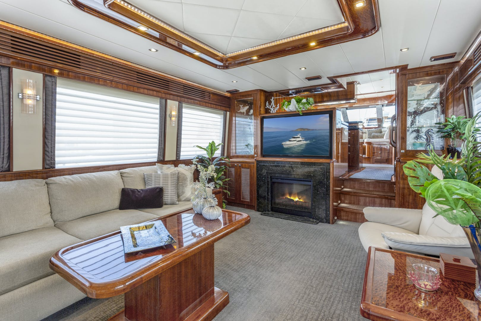 2014 Hampton 76' 76' Skylounge Motoryacht ODYSEA | Picture 8 of 55