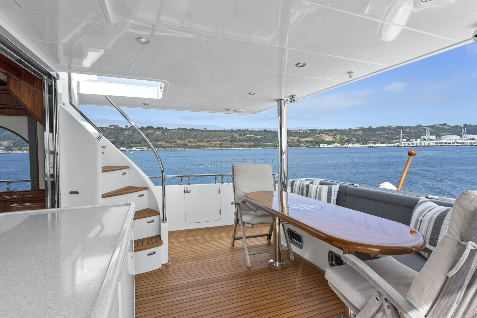 2014 Hampton 76' 76' Skylounge Motoryacht ODYSEA | Picture 5 of 55