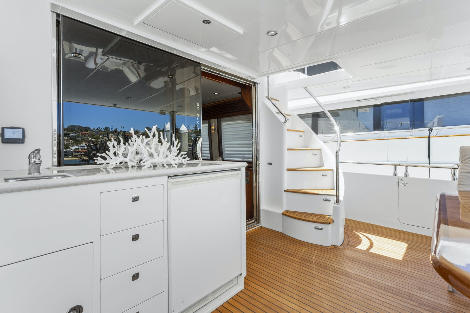 2014 Hampton 76' 76' Skylounge Motoryacht ODYSEA | Picture 6 of 55