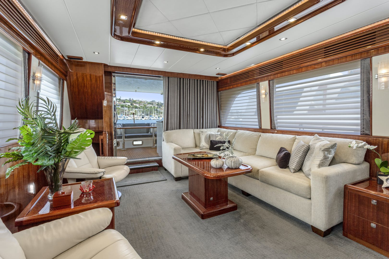 2014 Hampton 76' 76' Skylounge Motoryacht ODYSEA | Picture 3 of 55