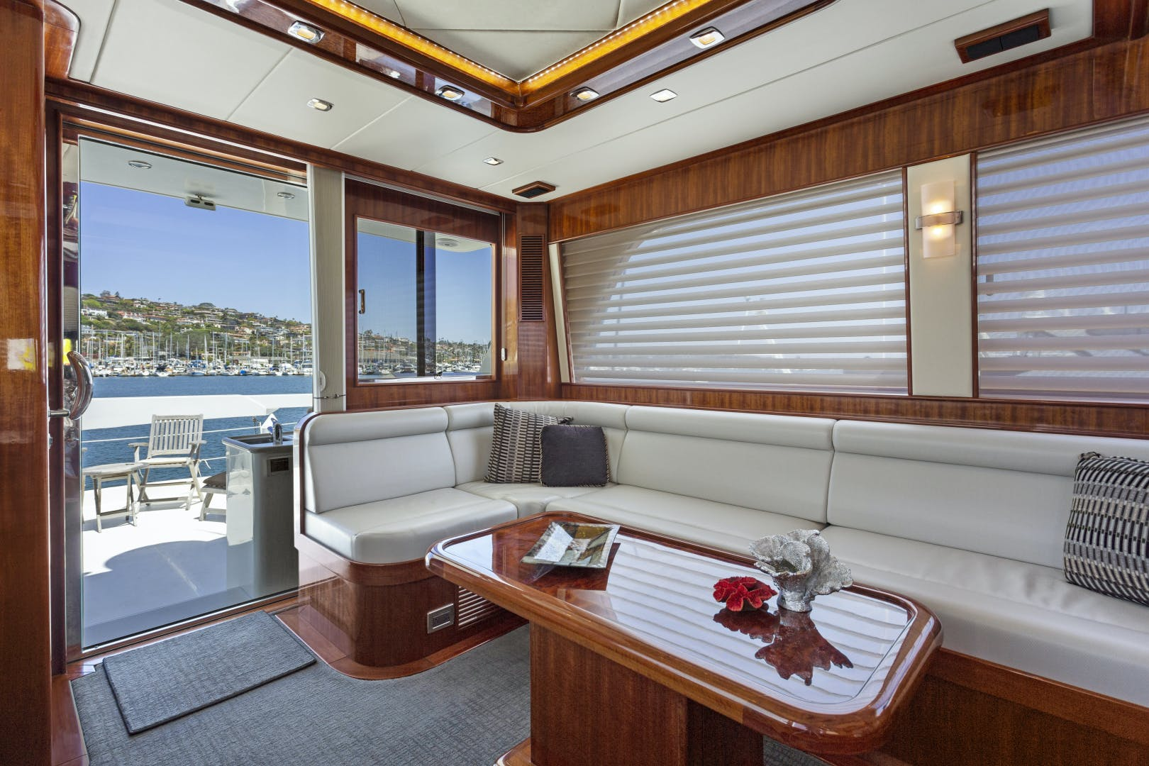 2014 Hampton 76' 76' Skylounge Motoryacht ODYSEA | Picture 4 of 55