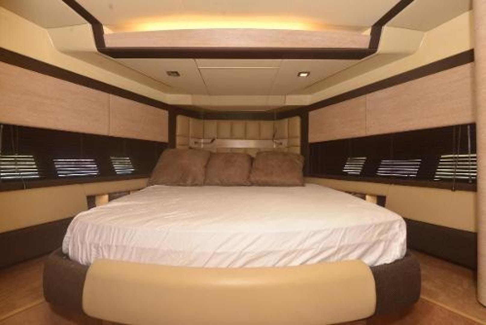 2012 Azimut 64' Flybridge Motor Yacht  | Picture 8 of 15