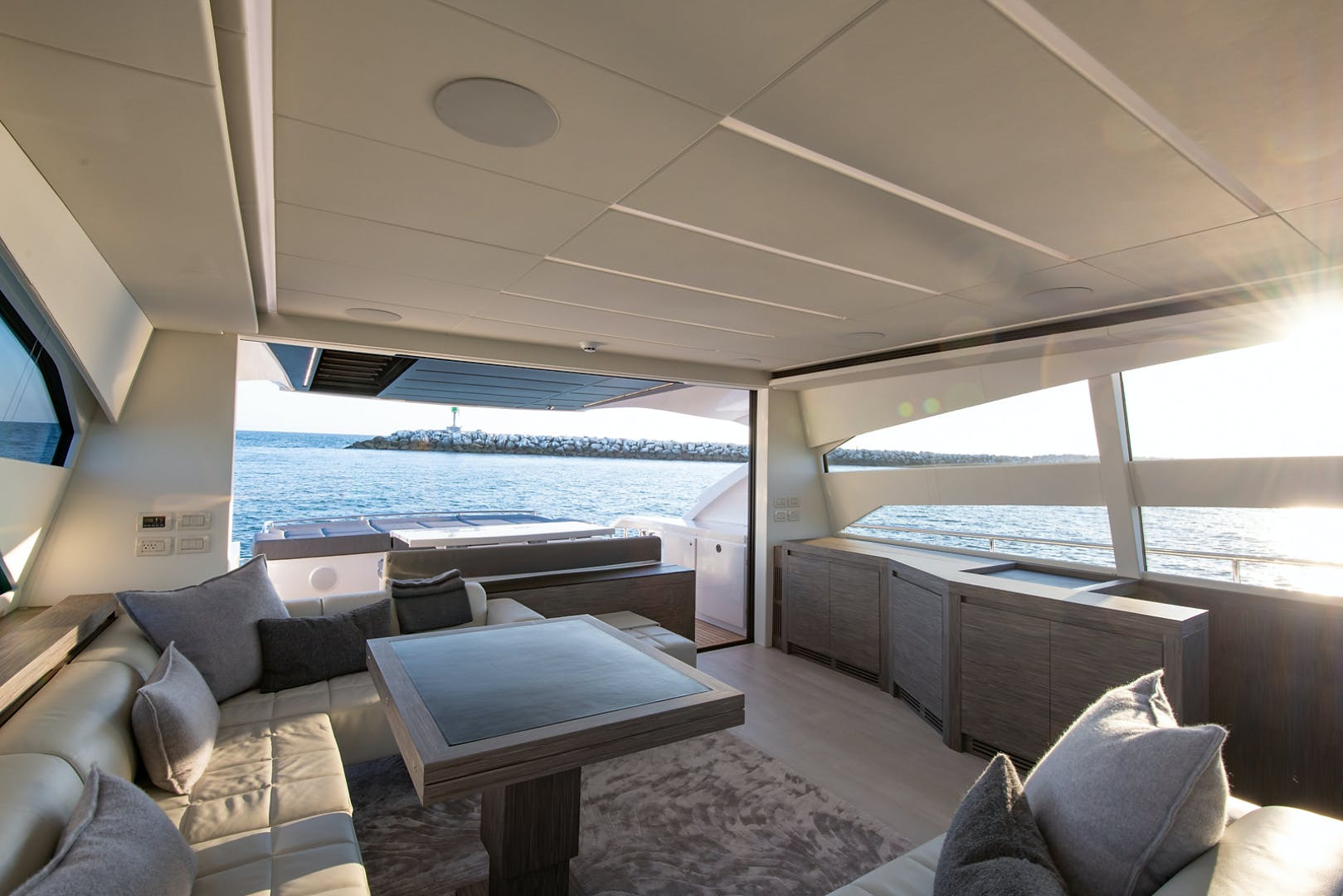 2017 Pershing 82' Pershing 82 Double or Nothing   Picture 8 of 41