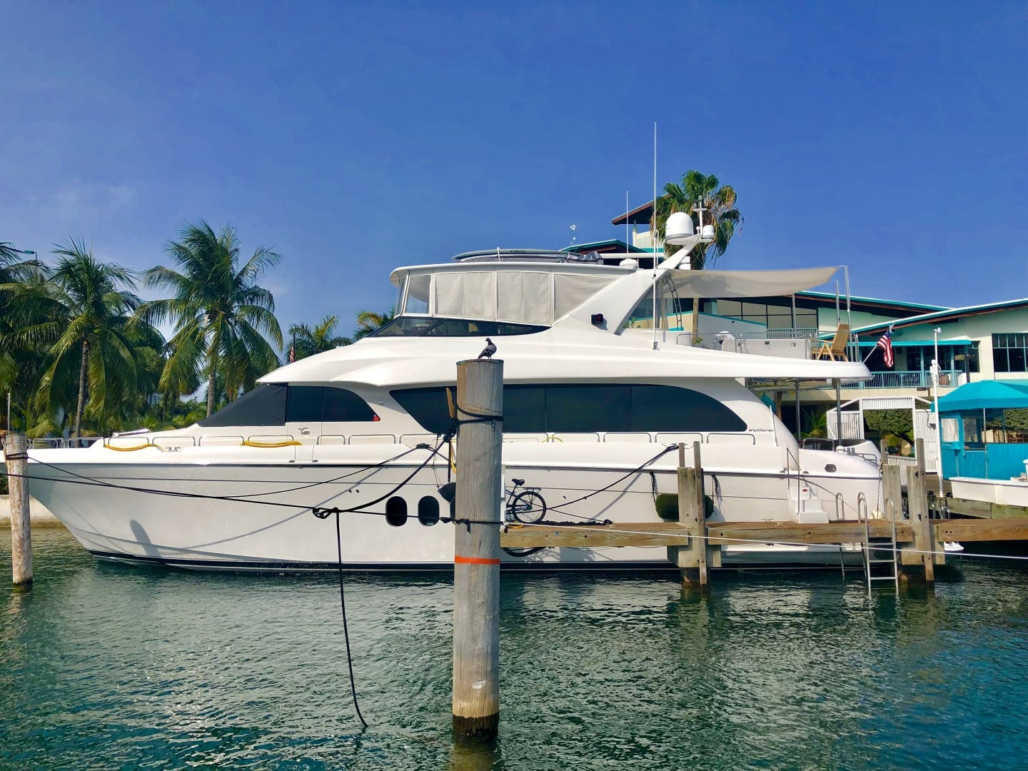 2008 Hatteras 72' 72 Motor Yacht Christina | Picture 5 of 40