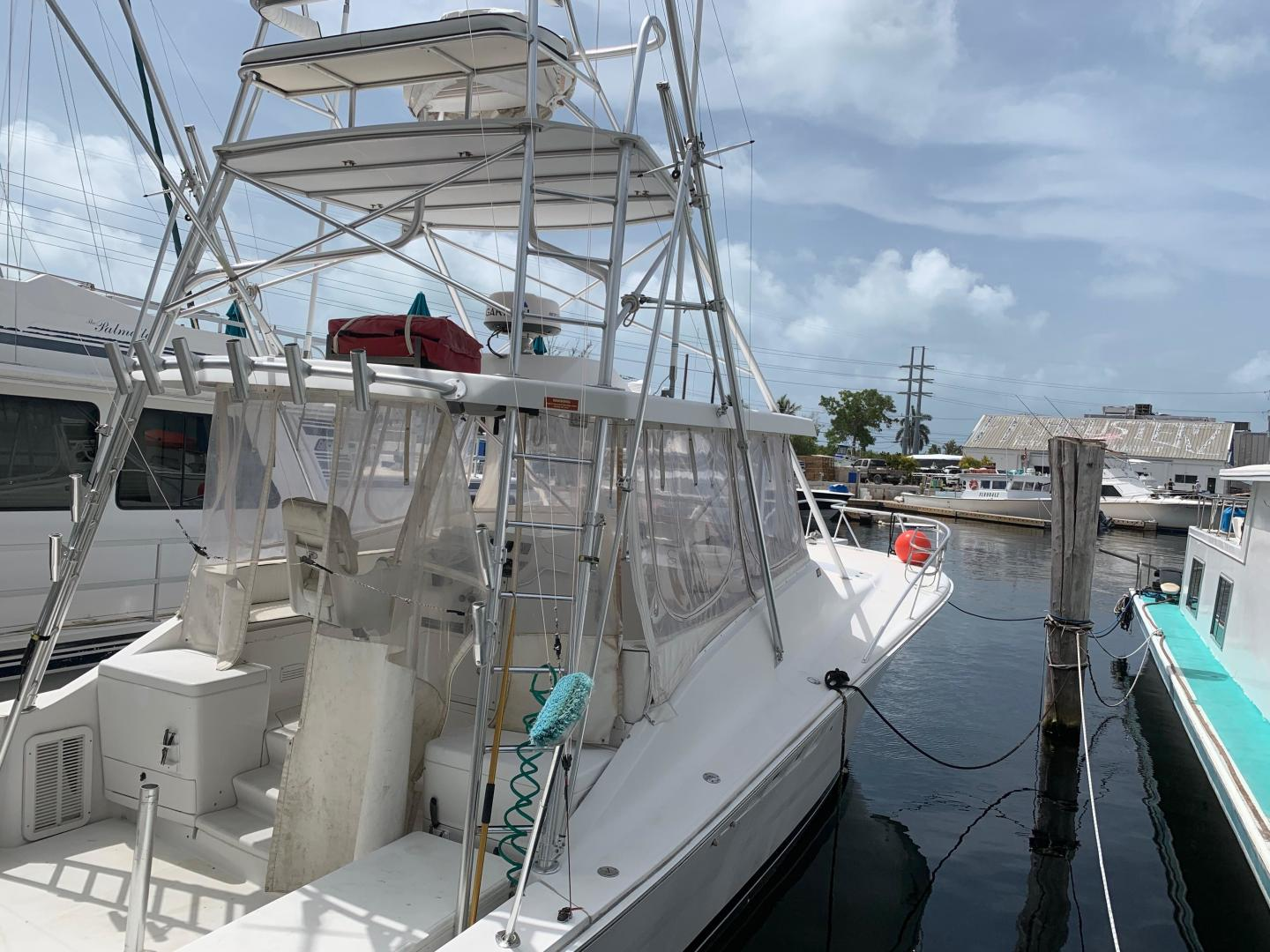 "2000 Luhrs 40'  ""SEA DAWG"""