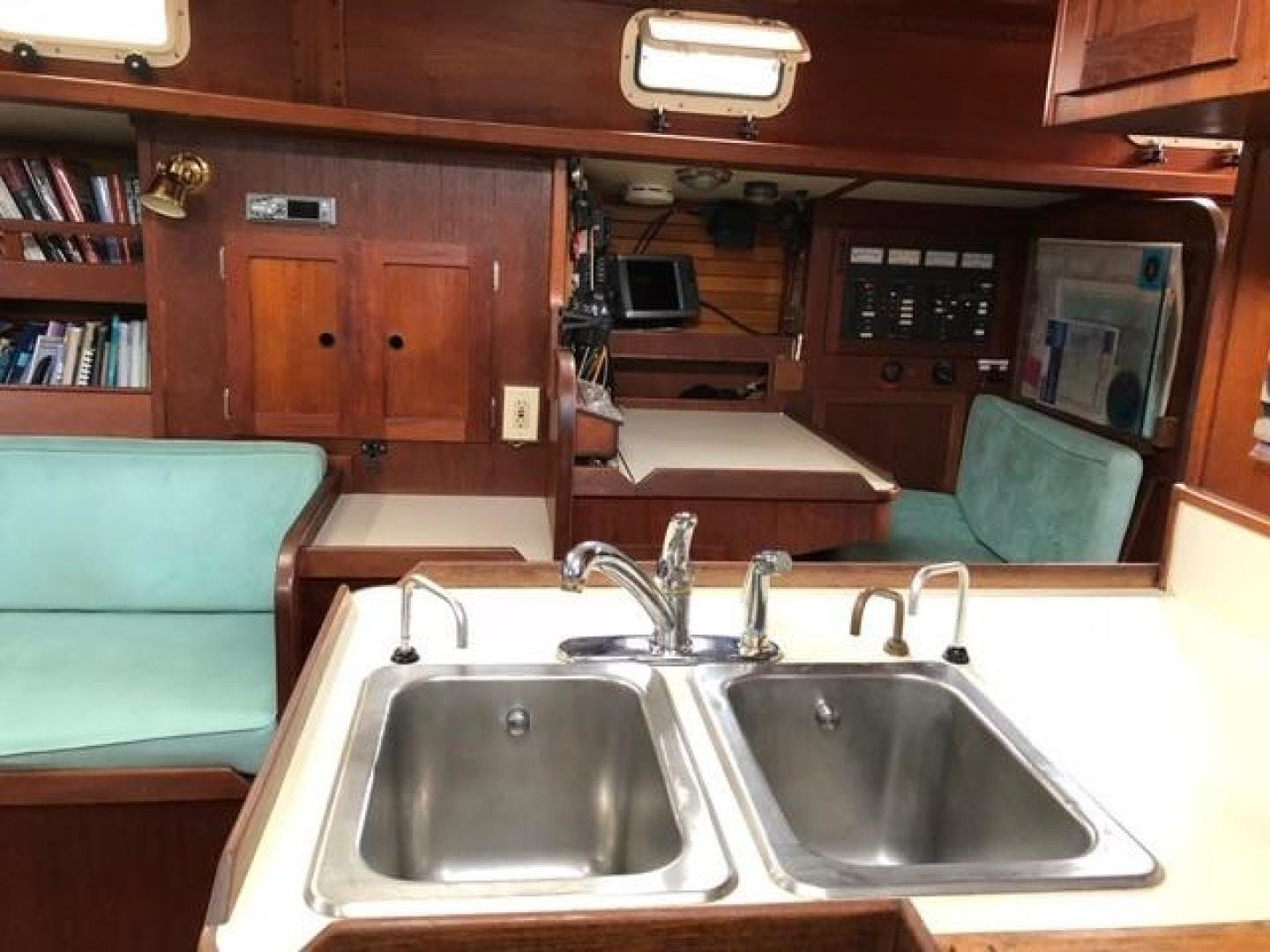 1982 Valiant 47' 47 Oasis   Picture 5 of 48