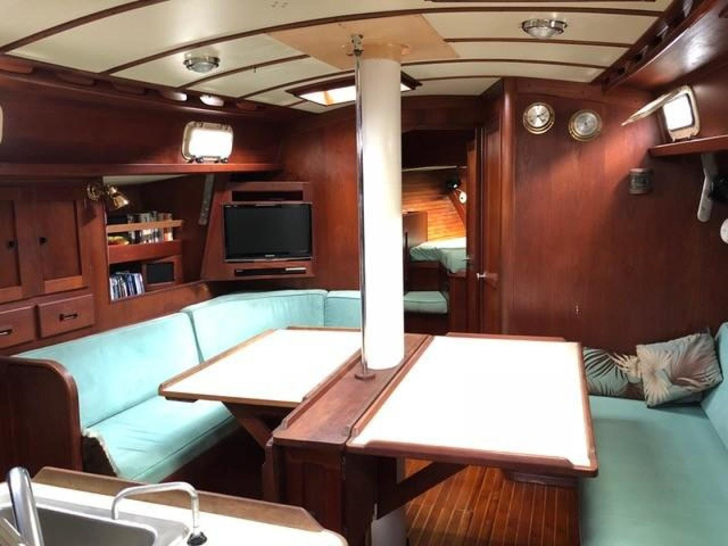 1982 Valiant 47' 47 Oasis   Picture 1 of 48