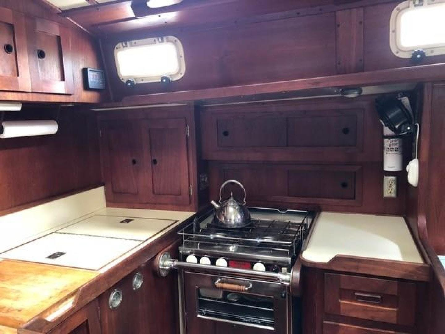 1982 Valiant 47' 47 Oasis   Picture 6 of 48