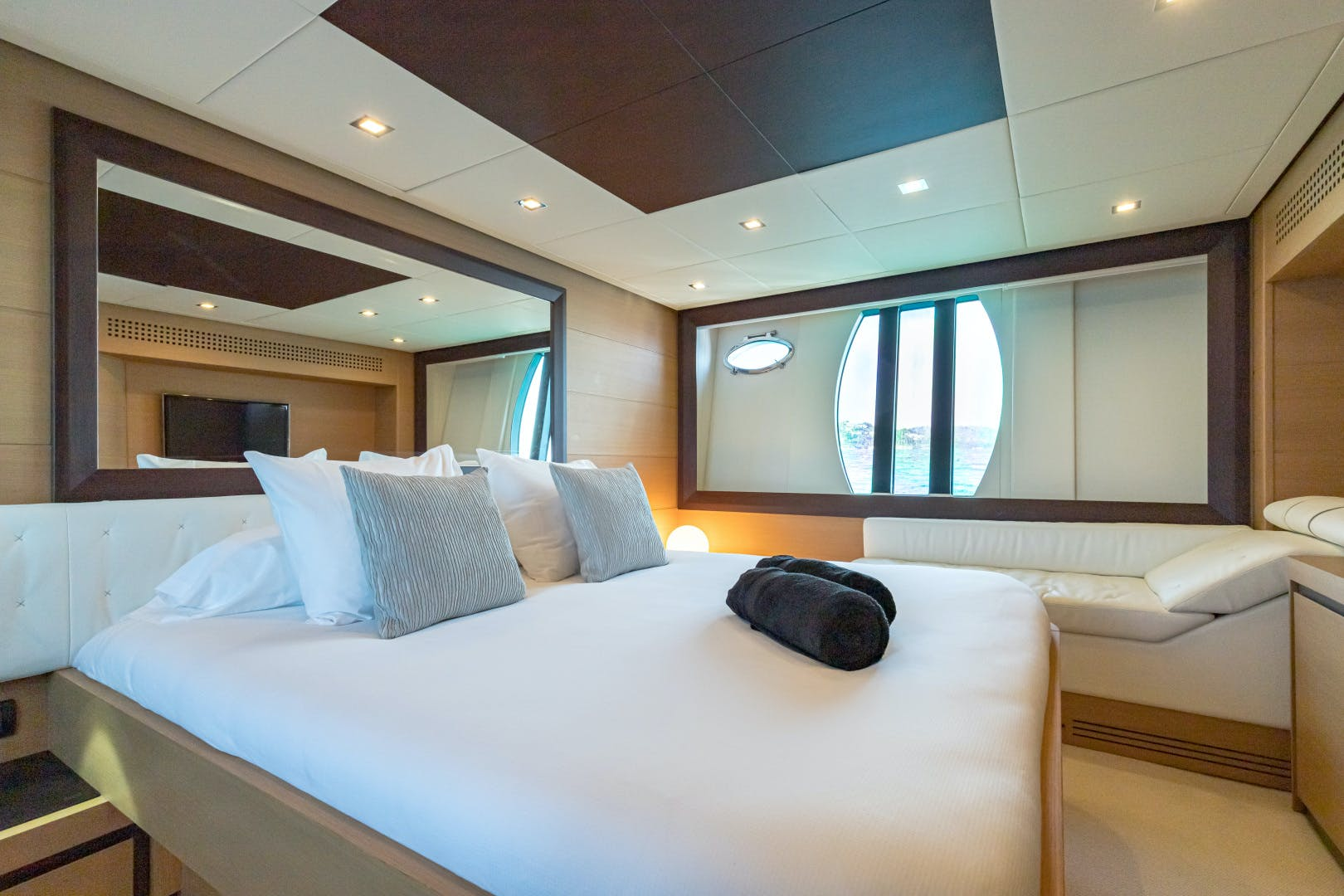 2012 Pershing 72' 72 LOONEY | Picture 7 of 28