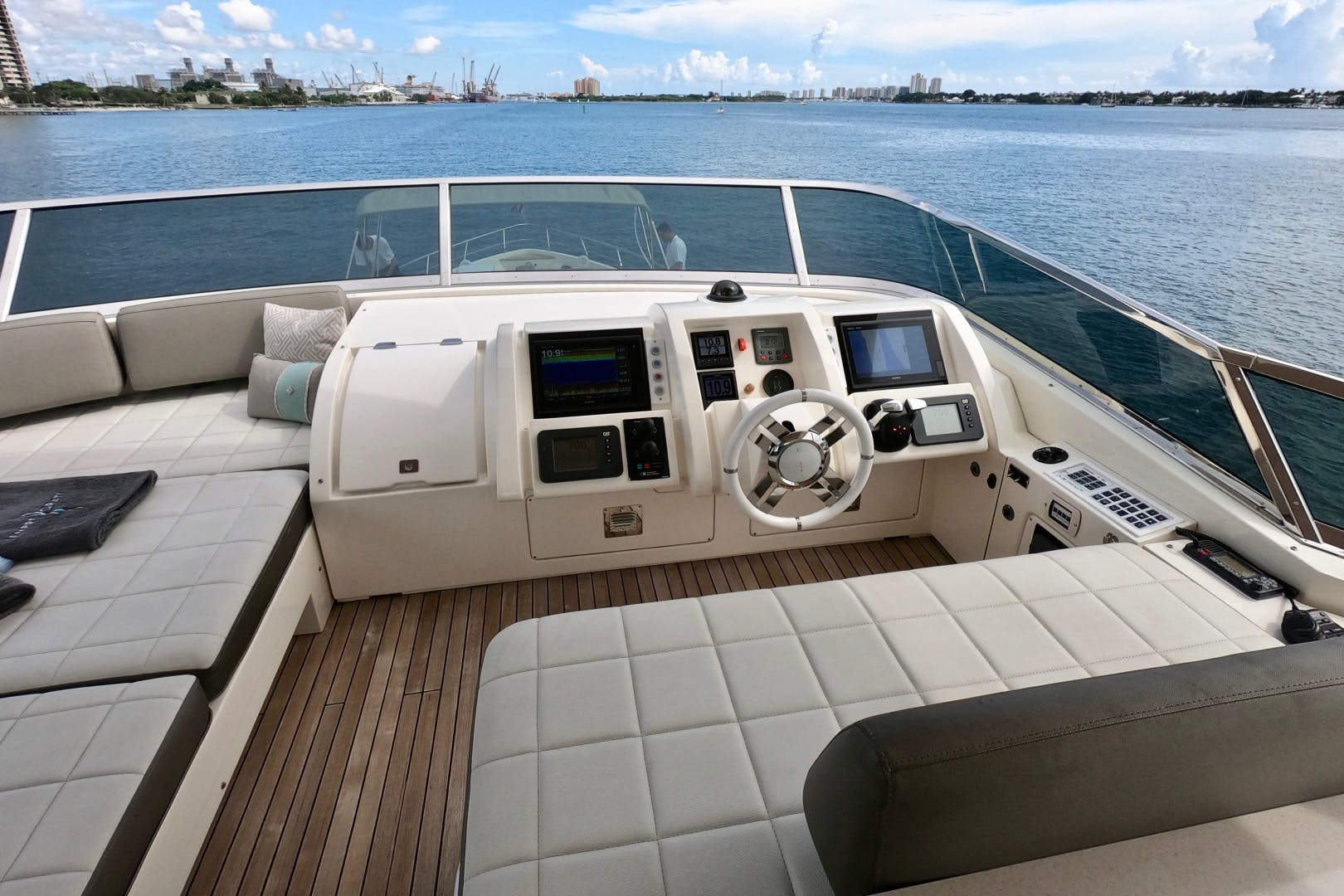 2009 Azimut 85' 85 Flybridge Sempre Grati | Picture 6 of 65