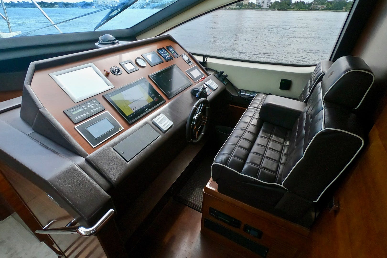 2009 Azimut 85' 85 Flybridge Sempre Grati | Picture 7 of 65