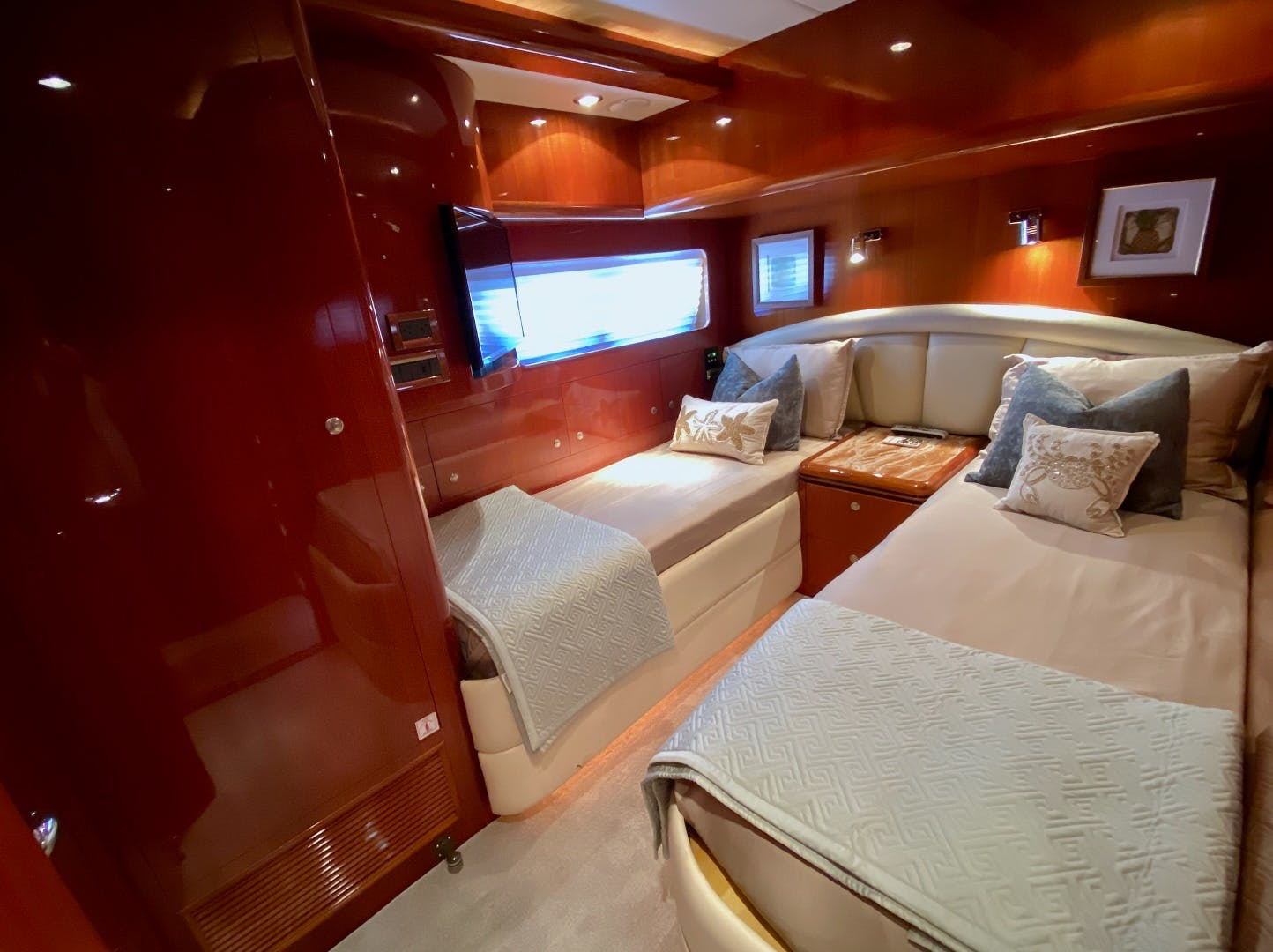 2001 Horizon 76' Sky Lounge BLUEWATER BETH | Picture 4 of 73