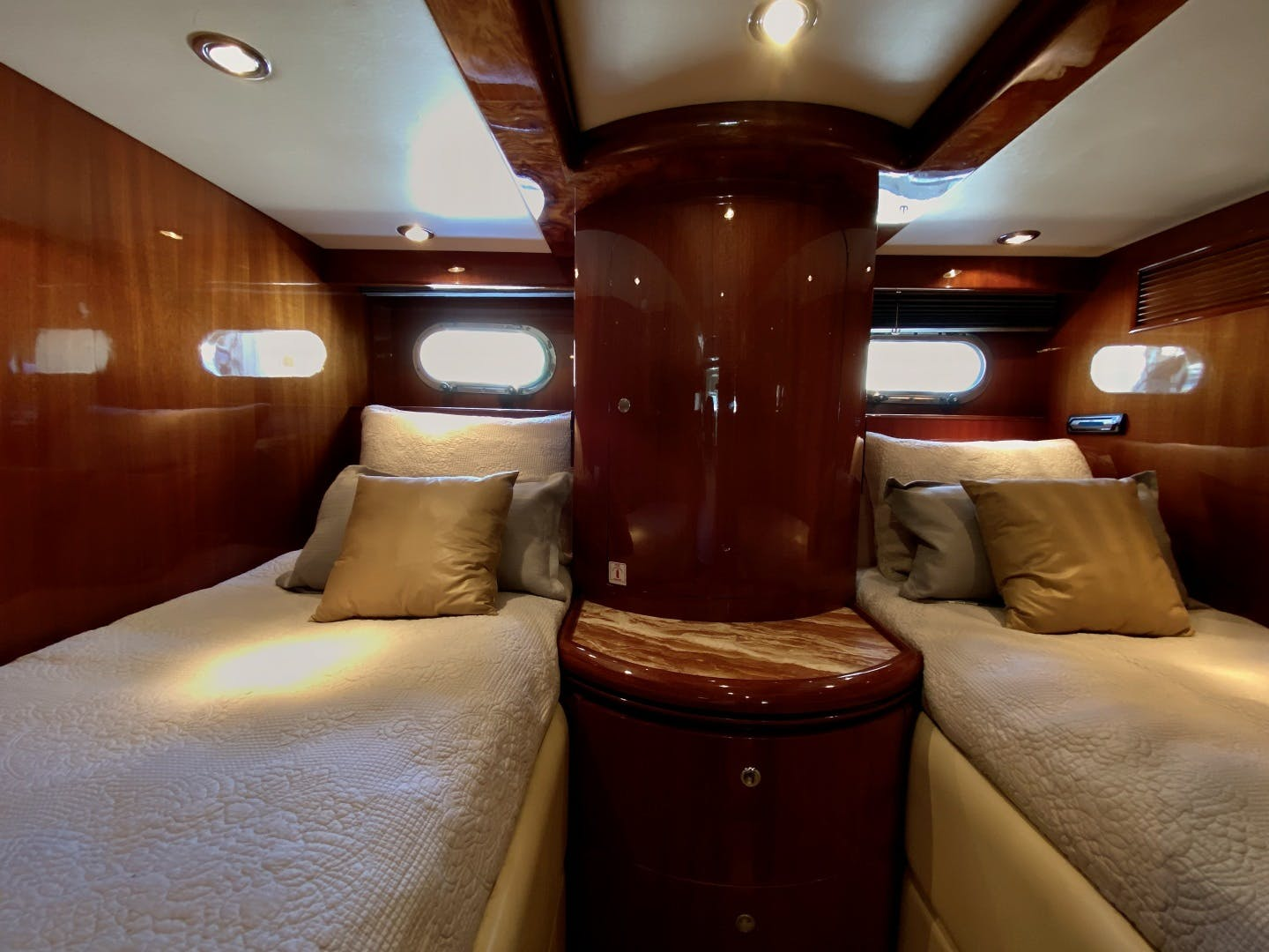 2001 Horizon 76' Sky Lounge BLUEWATER BETH | Picture 2 of 73