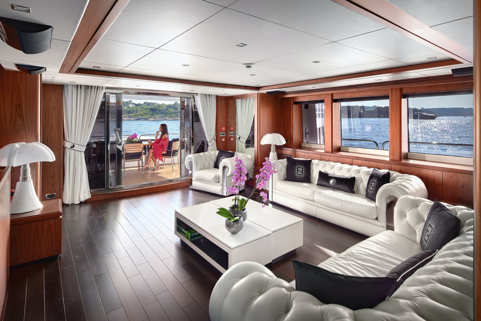 2010 Sunseeker 111' 34m BLACK AND WHITE   Picture 7 of 13