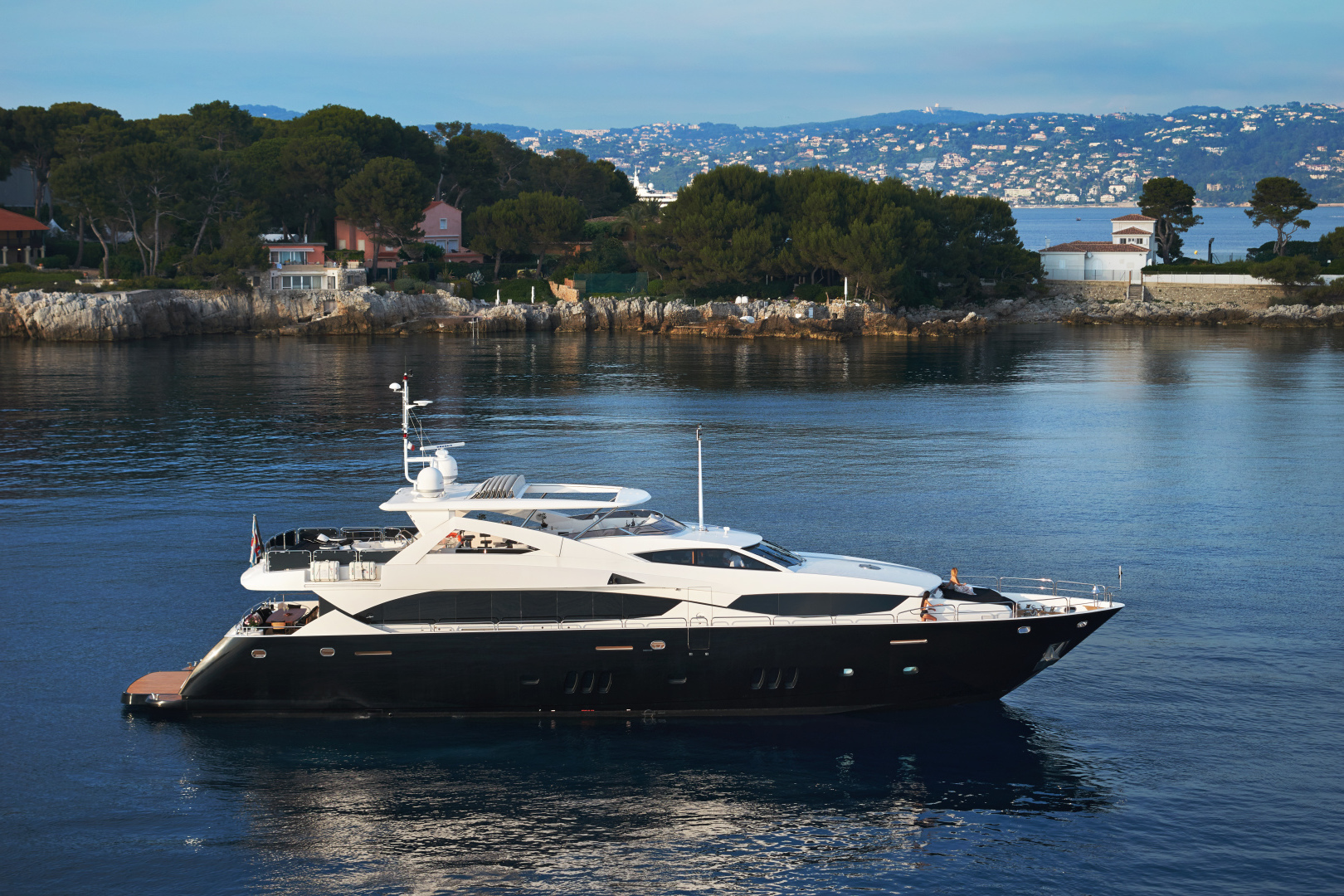 "2010 Sunseeker 111' 34m ""BLACK AND WHITE"""