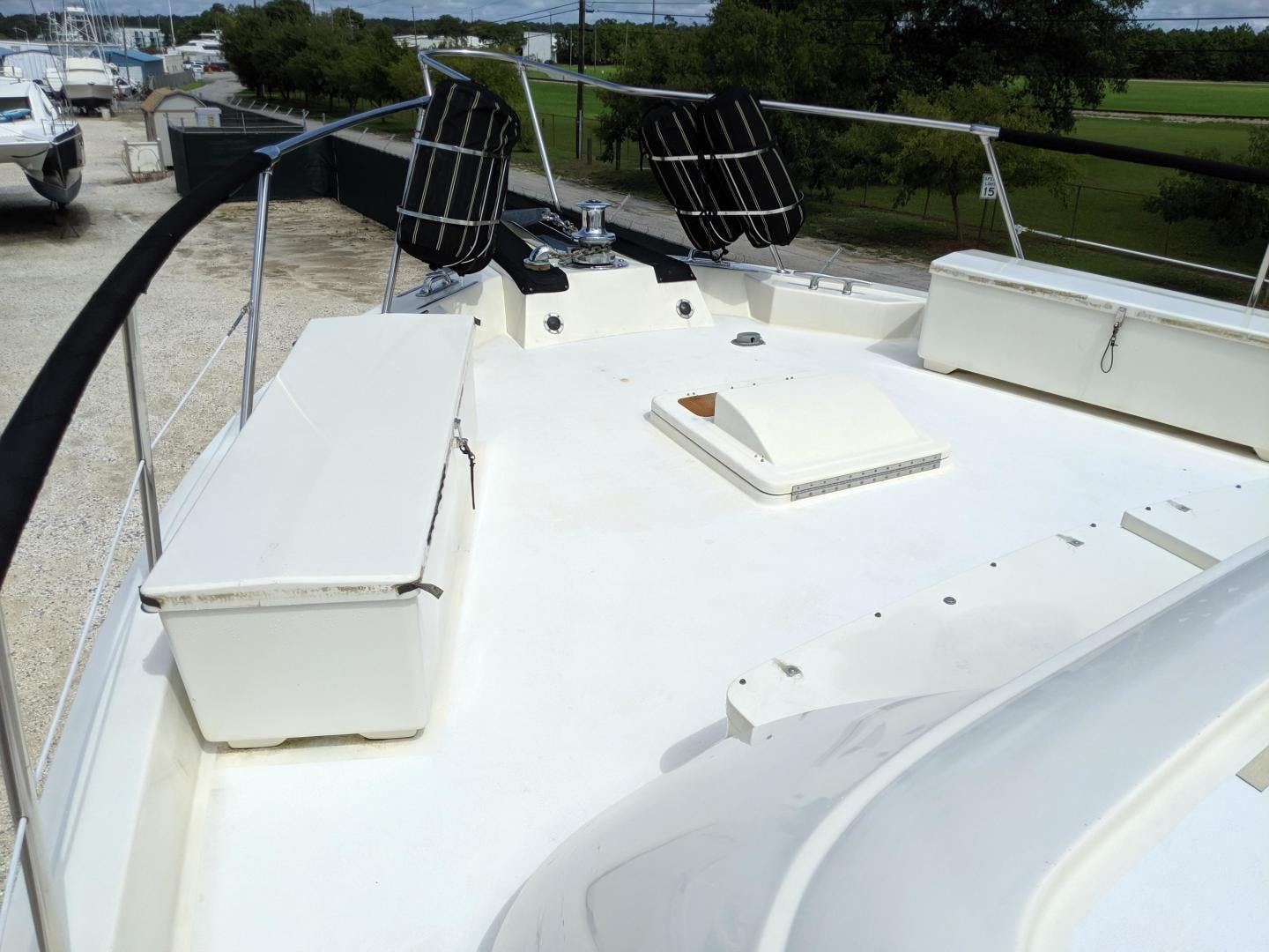 1987 Hatteras 63'  PRIVATE ISLAND | Picture 5 of 31