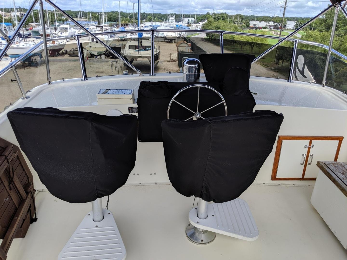 1987 Hatteras 63'  PRIVATE ISLAND | Picture 6 of 31