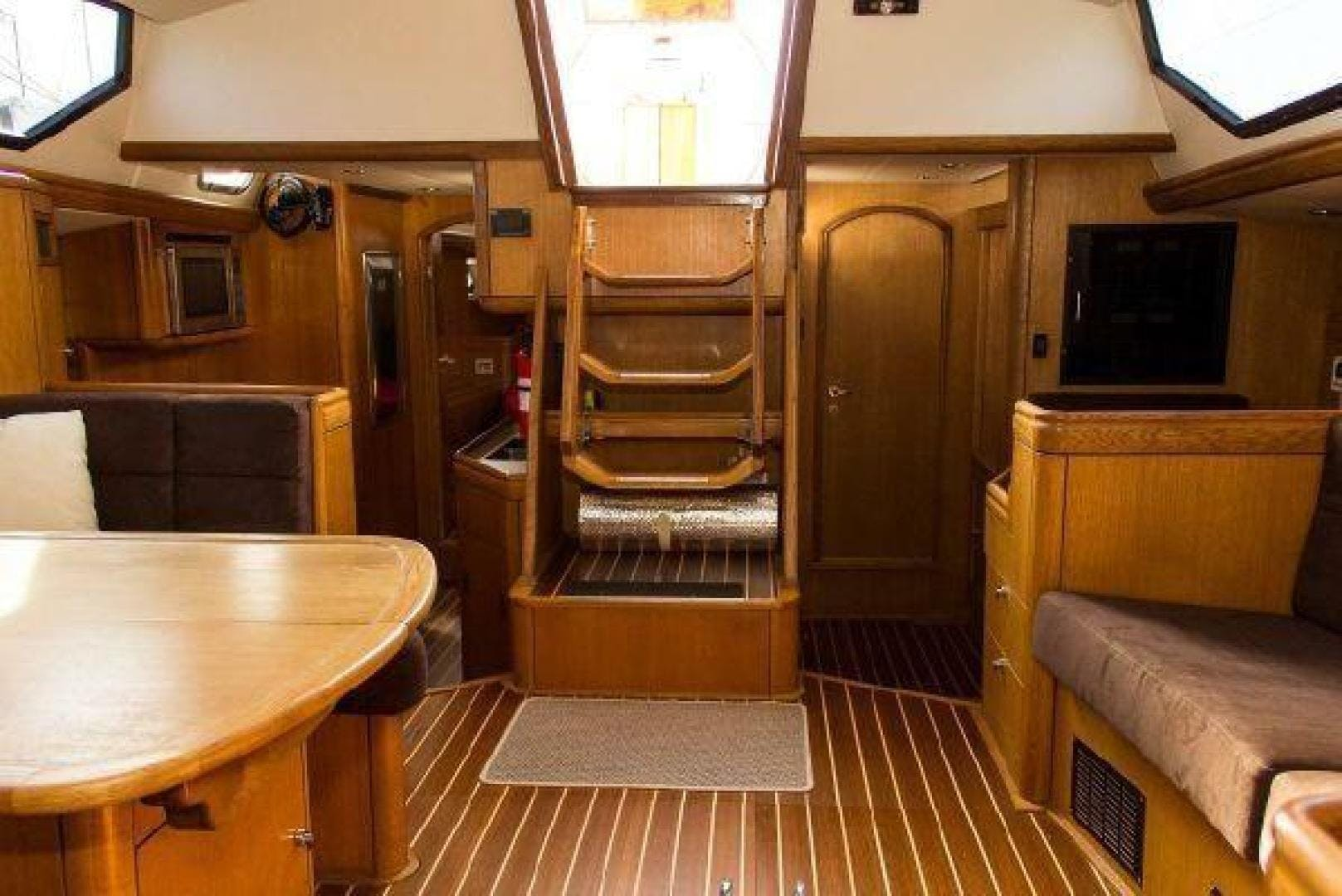 1996 Oyster 55' Center Cockpit Cutter Escapade | Picture 3 of 21