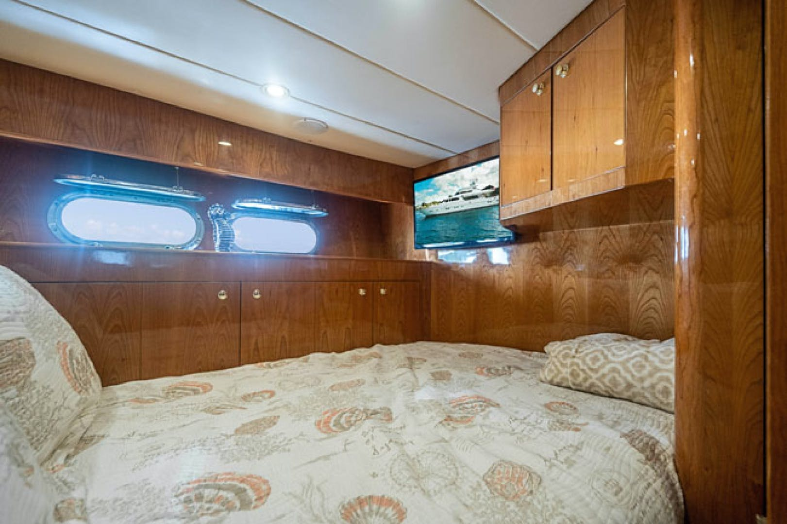2001 Horizon 82' Flybridge Motor Yacht LADY BULL   Picture 6 of 88