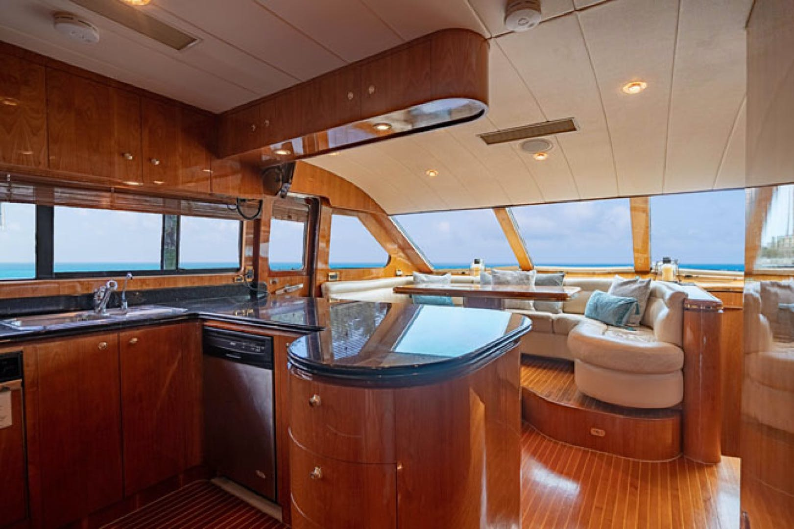 2001 Horizon 82' Flybridge Motor Yacht LADY BULL   Picture 7 of 88