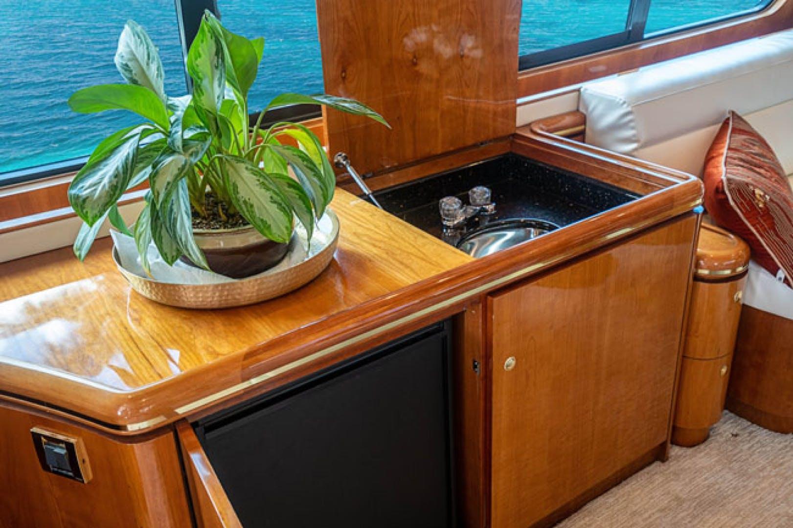 2001 Horizon 82' Flybridge Motor Yacht LADY BULL | Picture 4 of 88