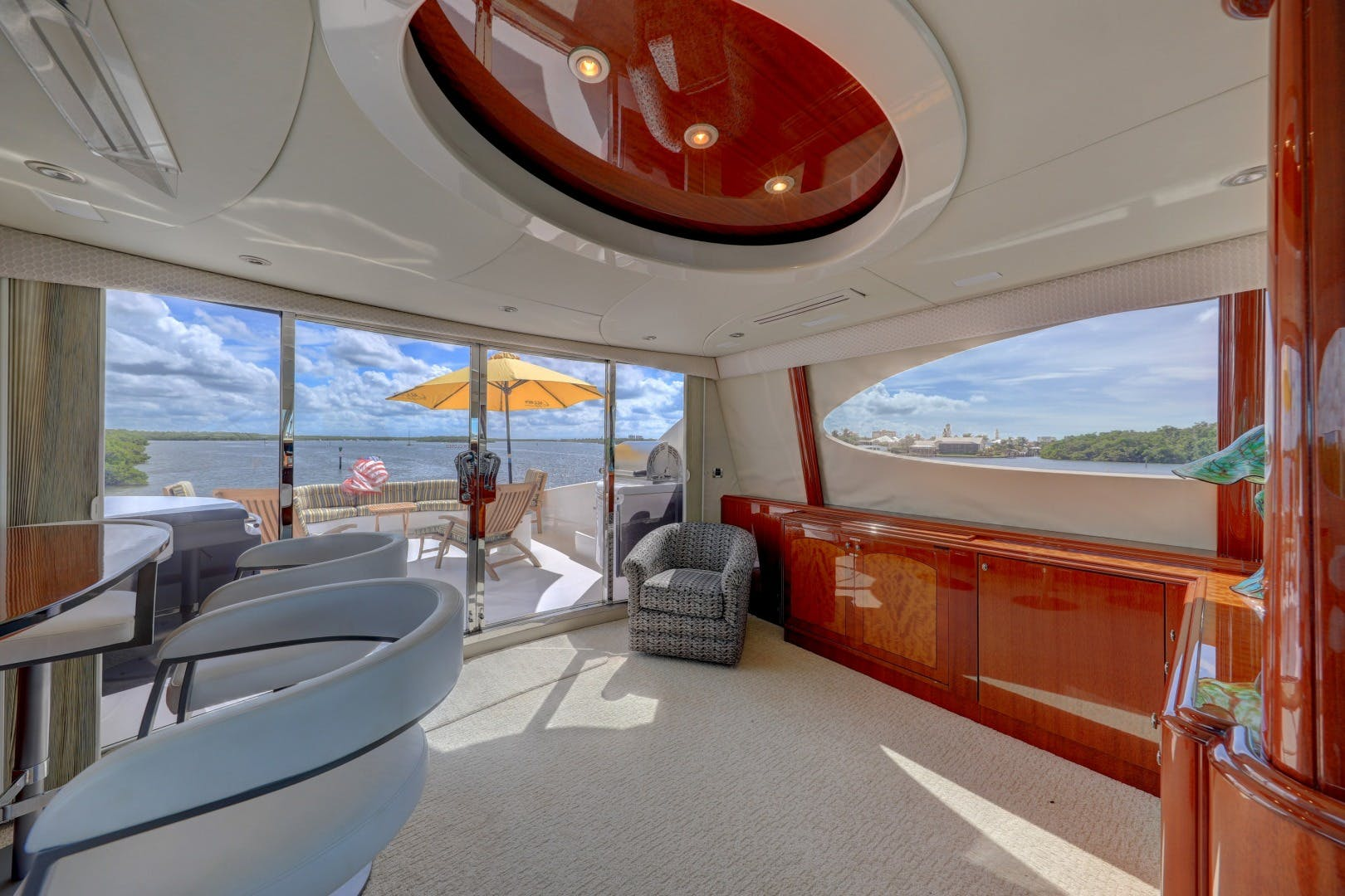 2006 Lazzara Yachts 80' 80 Skylounge    Picture 2 of 54