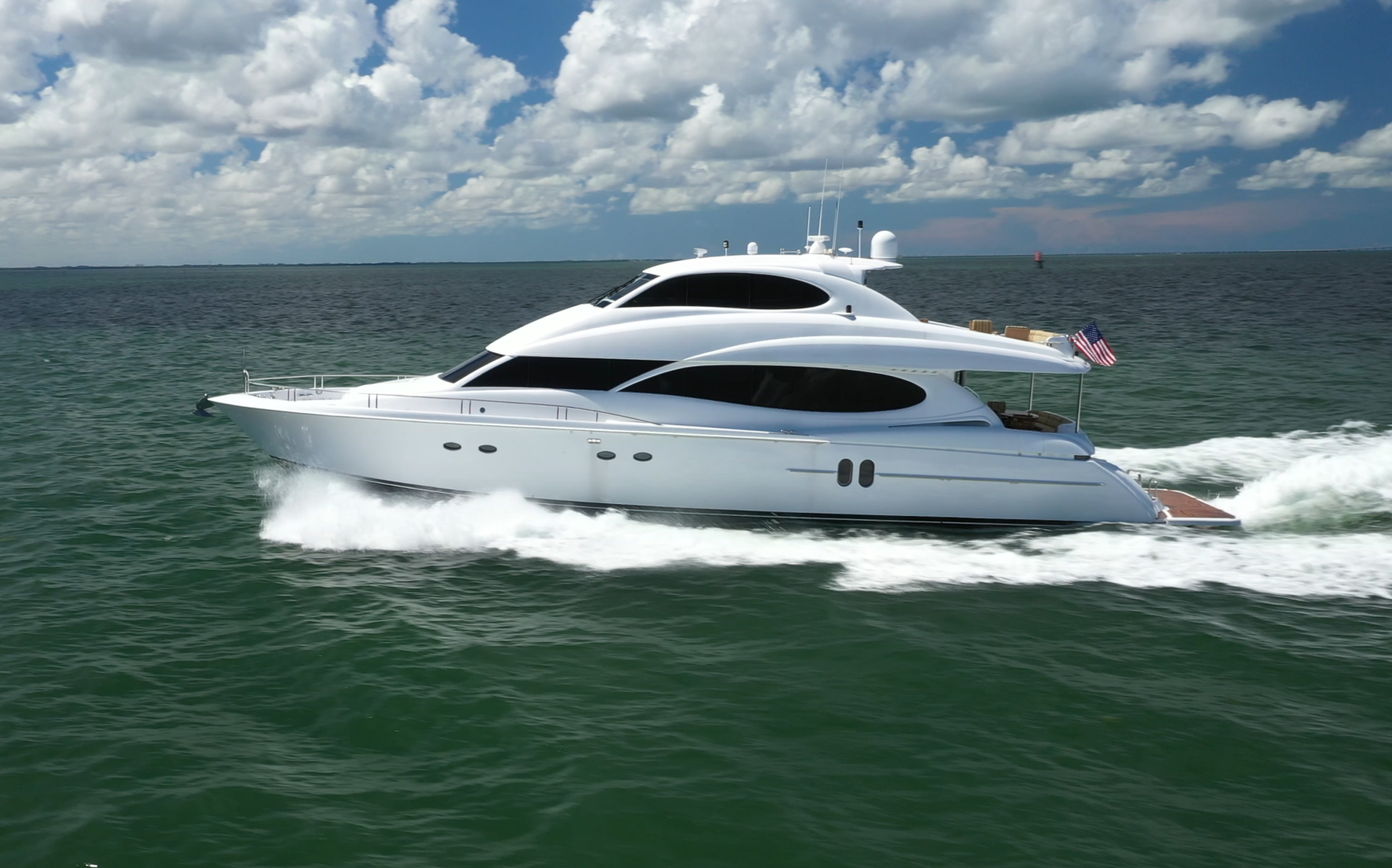 2006 Lazzara Yachts 80' 80 Skylounge