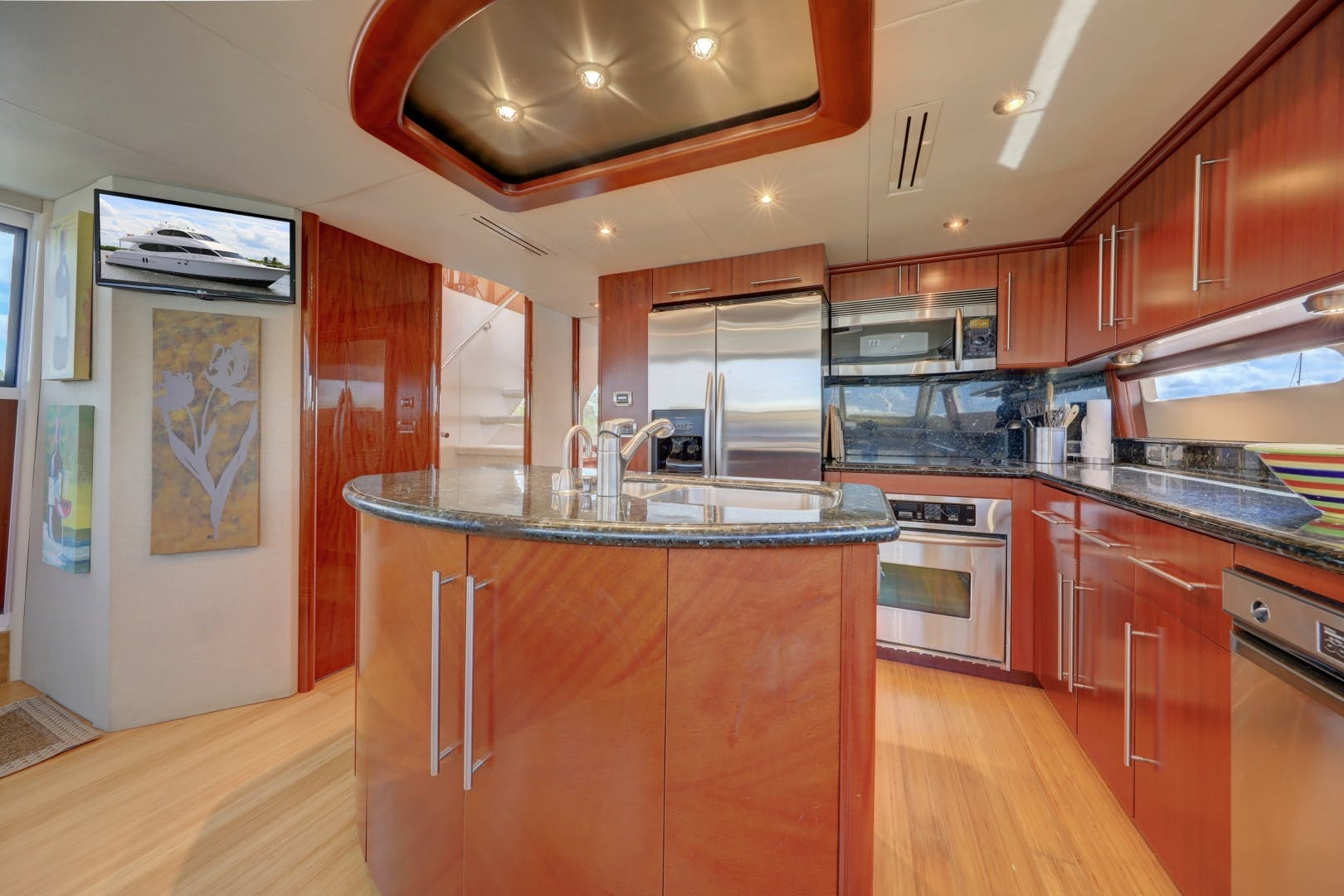2006 Lazzara Yachts 80' 80 Skylounge    Picture 6 of 54