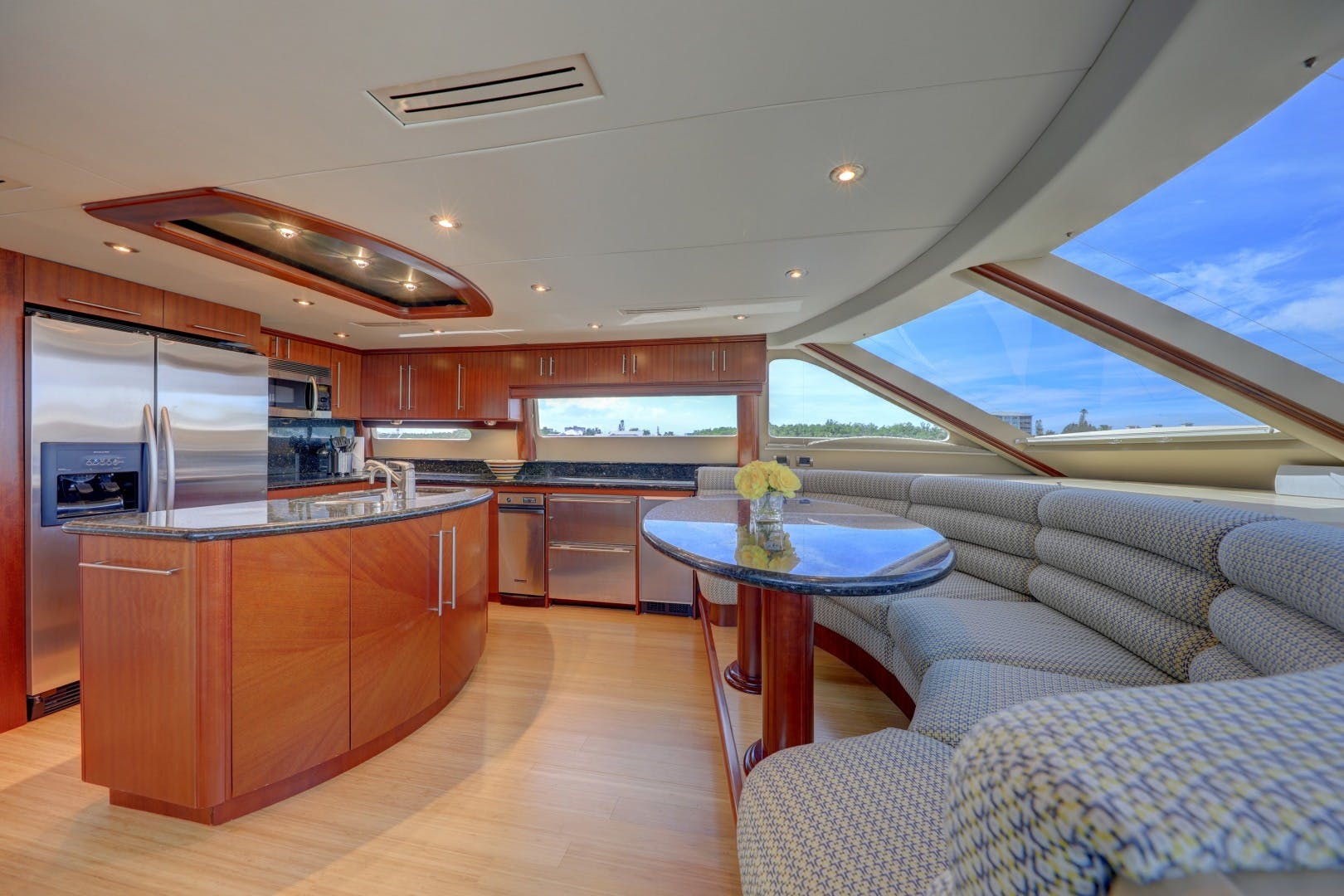 2006 Lazzara Yachts 80' 80 Skylounge    Picture 5 of 54