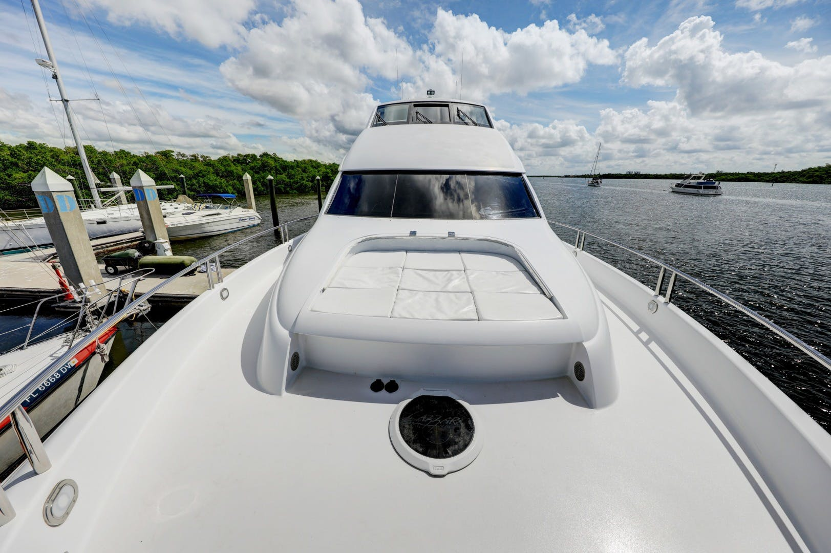 2006 Lazzara Yachts 80' 80 Skylounge    Picture 7 of 54