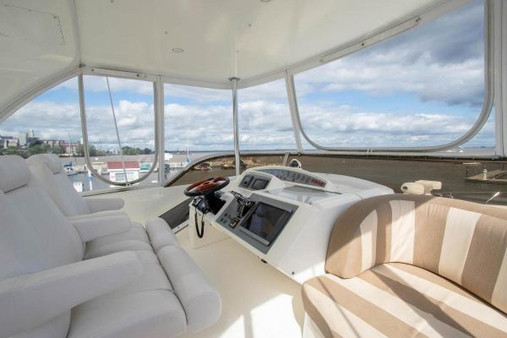 2006 Princess 67' 67 Flybridge GINA MARIE   Picture 3 of 103